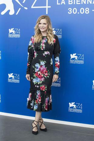 """VENICE, ITALY - SEPTEMBER 05 : Actress Michelle Pfeiffer attends the photo call of """"Mother"""" during the 74th Venice International Film Festival at the Palazzo del Casino in Lido of Venice, Italy on September 05, 2017. (Photo by Primo Barol/Anadolu Agency/Getty Images)"""
