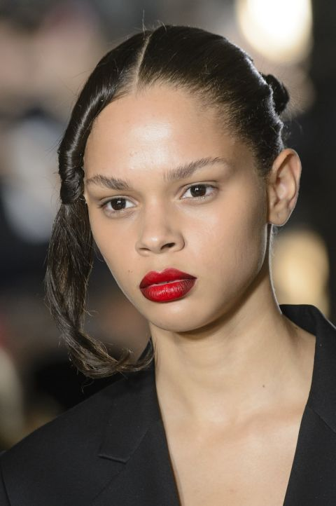 sfilate-primavera-estate-2018-new-york-trend-beauty-helmut-lang